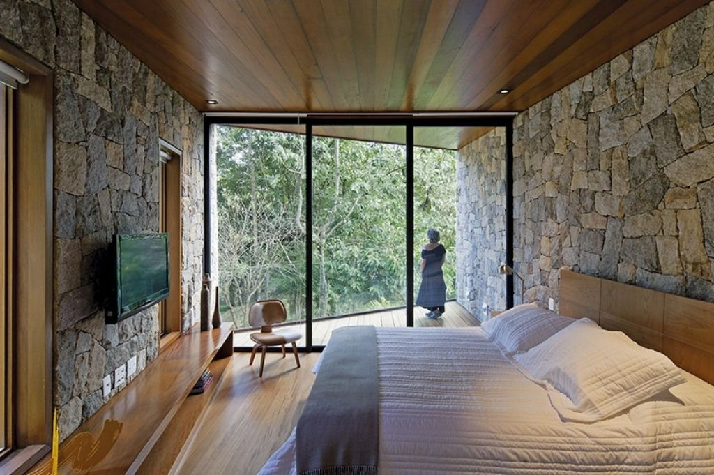 Writers Cave Like Retreat Surrounded By Raw Nature In Brazil - http://interior-design.info/writers-cave-like-retreat-surrounded-by-raw-nature-in-brazil/