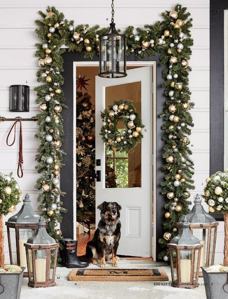 38 Best Diy Outdoor Christmas Decoration Ideas For Your Home Front Door Christmas Decorations Christmas Porch Decor Outdoor Christmas