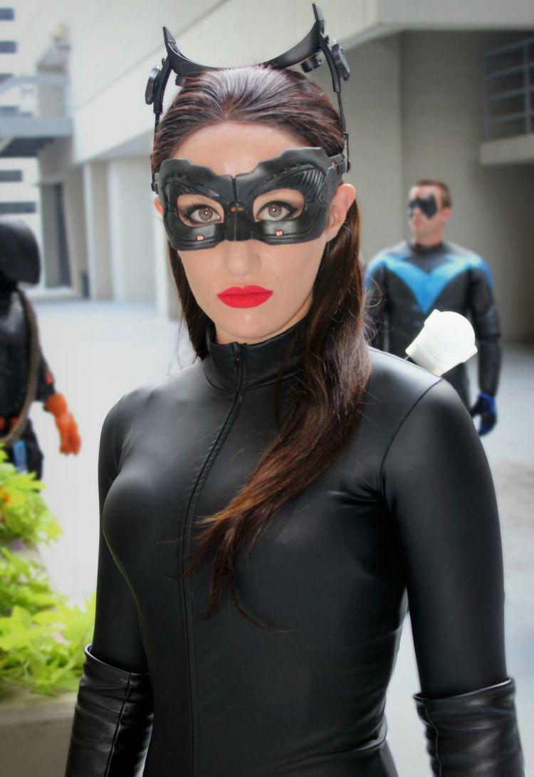 dame in schwarzem overall mit catwoman maske fasching. Black Bedroom Furniture Sets. Home Design Ideas