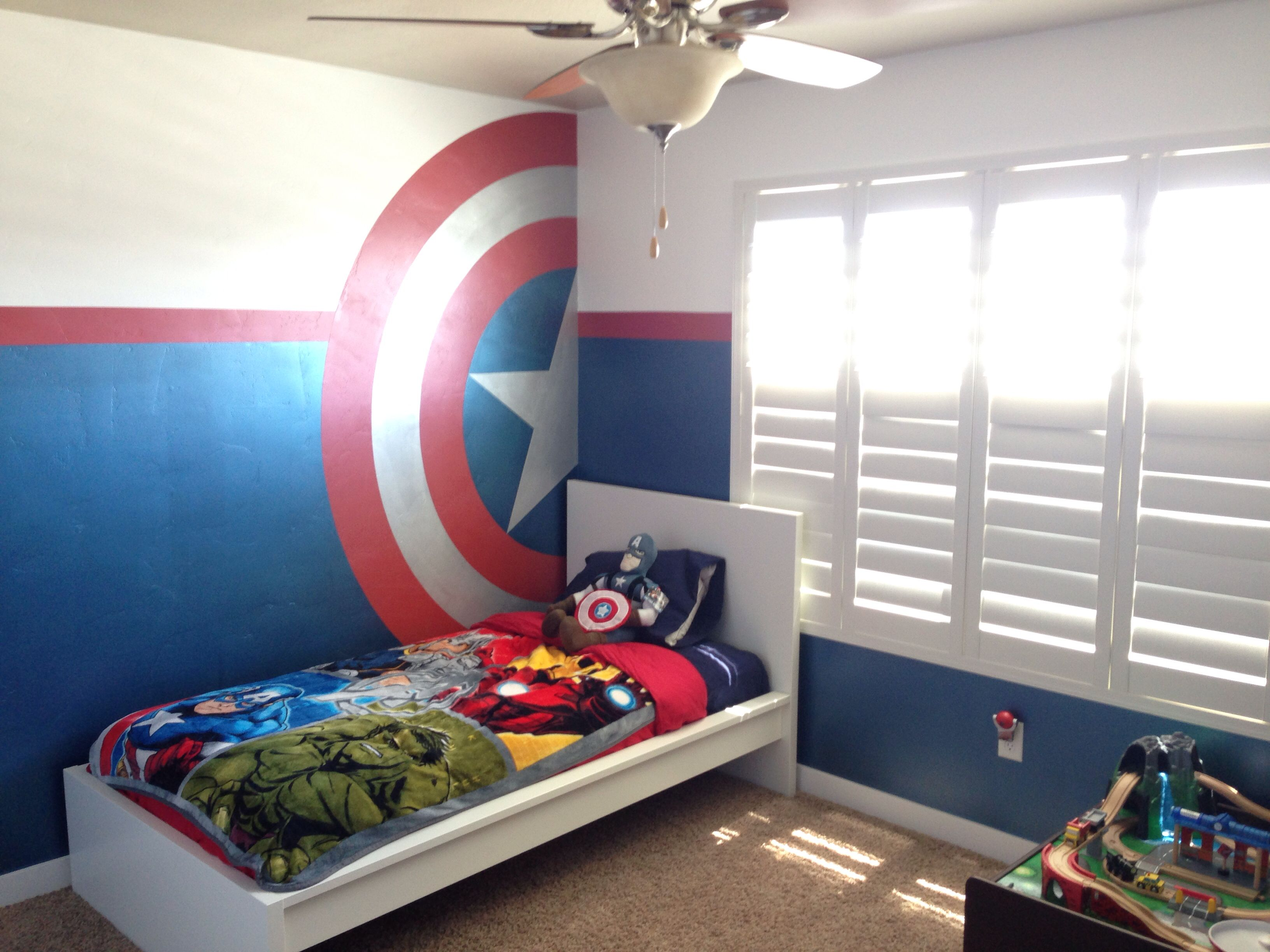 Super hero bedroom liam 39 s new room dormitorio s per for Murales para recamaras matrimoniales