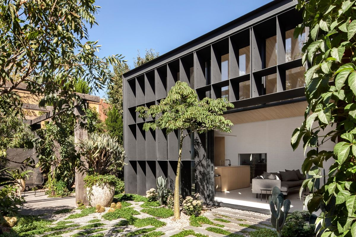 Twenty-eight projects from this category proceed to the 2016 Houses Awards.