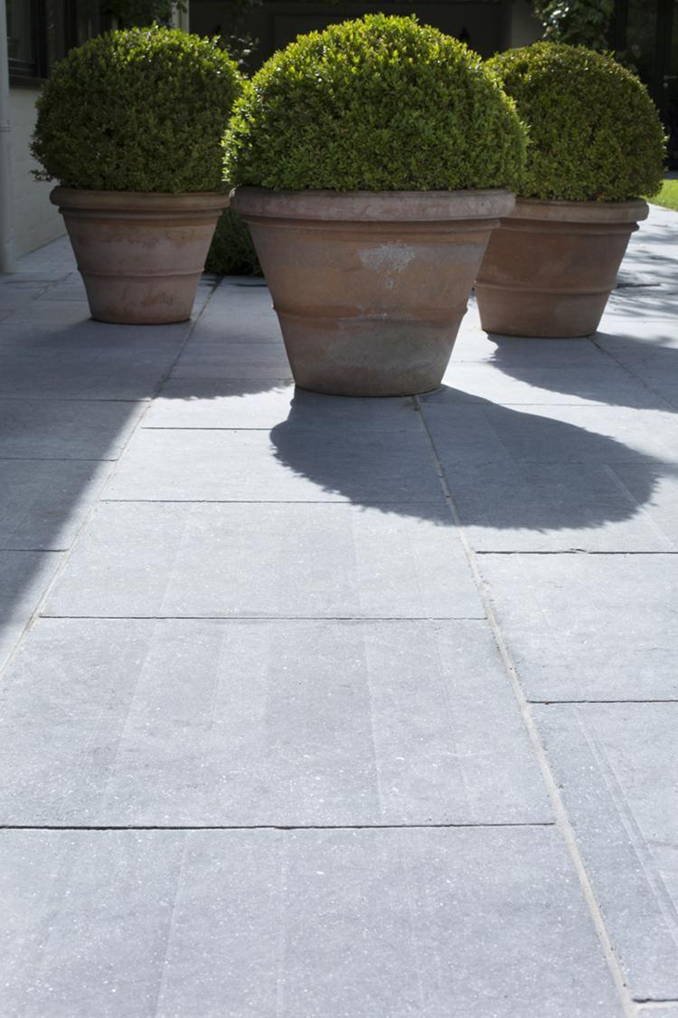 Pingl par xavier mirabel sur dallages terrasses rue et for Poser du carrelage sur une terrasse exterieure