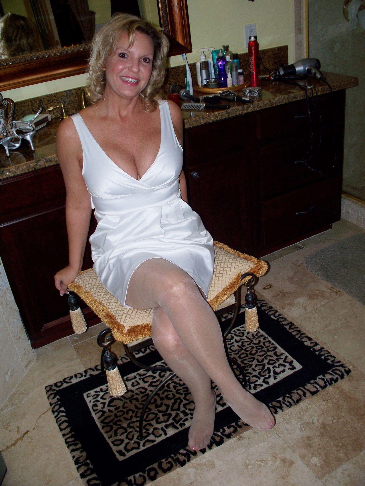 Amateur female feet post