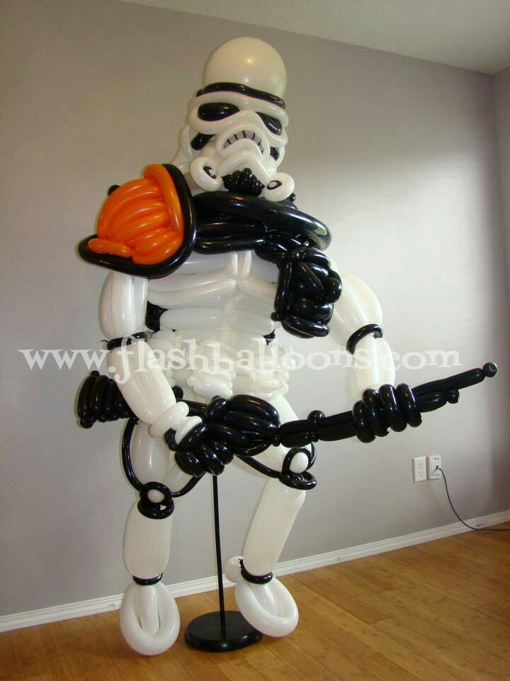 Stormtrooper balloon sculpture - awesome!