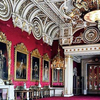 Inside Buckingham Palace   Buckingham palace, Castles ...