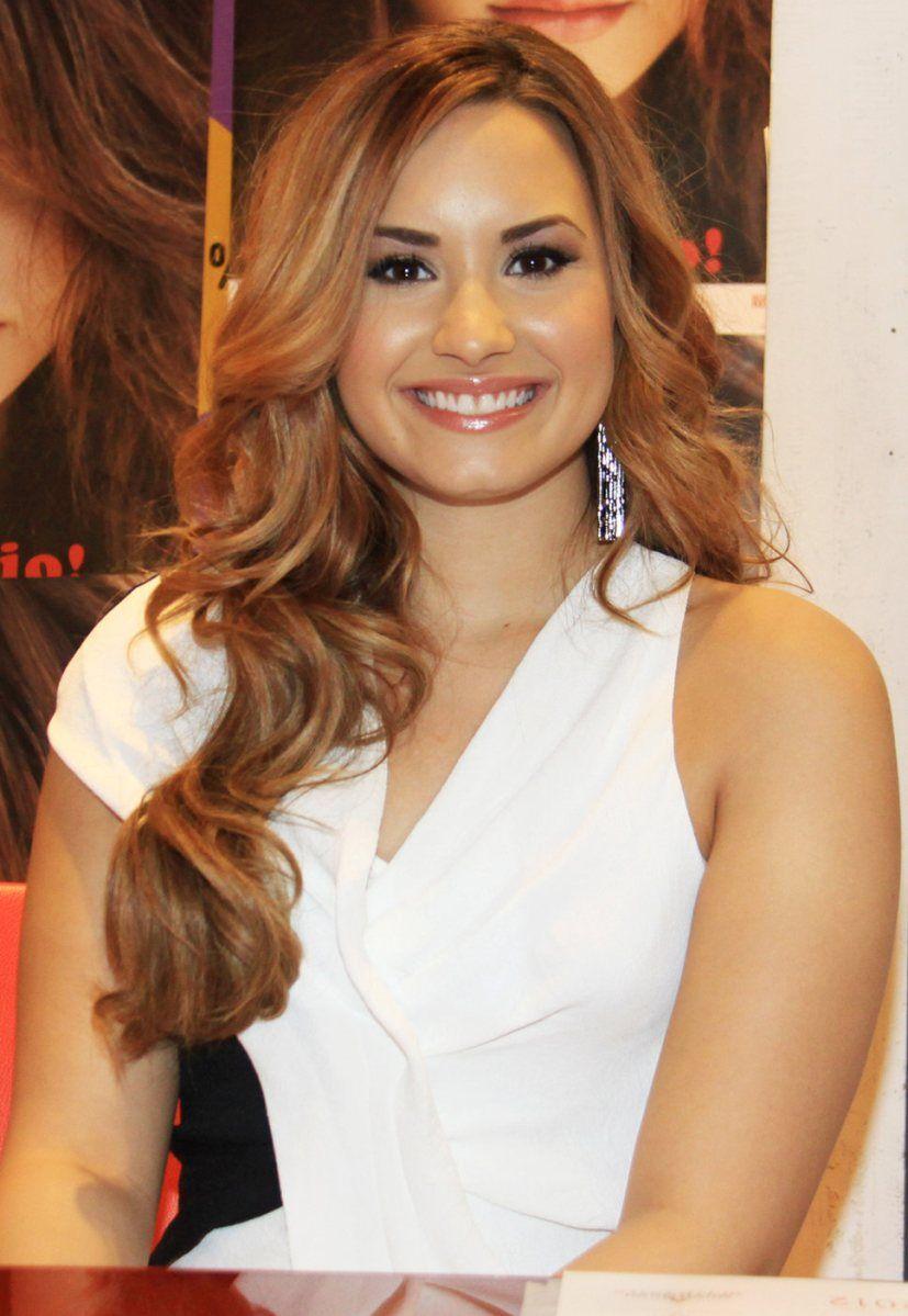 Demi Lovato Brown Hair Demilovato Im Not A Barbie Demi Lovato