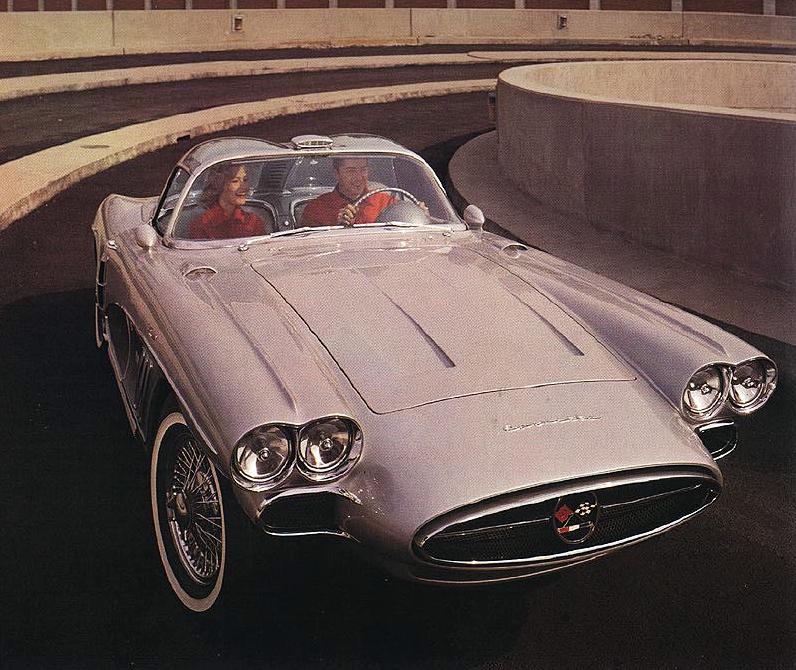 60's Chevrolet Corvette XP700  (http://www.special-classics.com/Archive/prototyp/vette02.jpg)