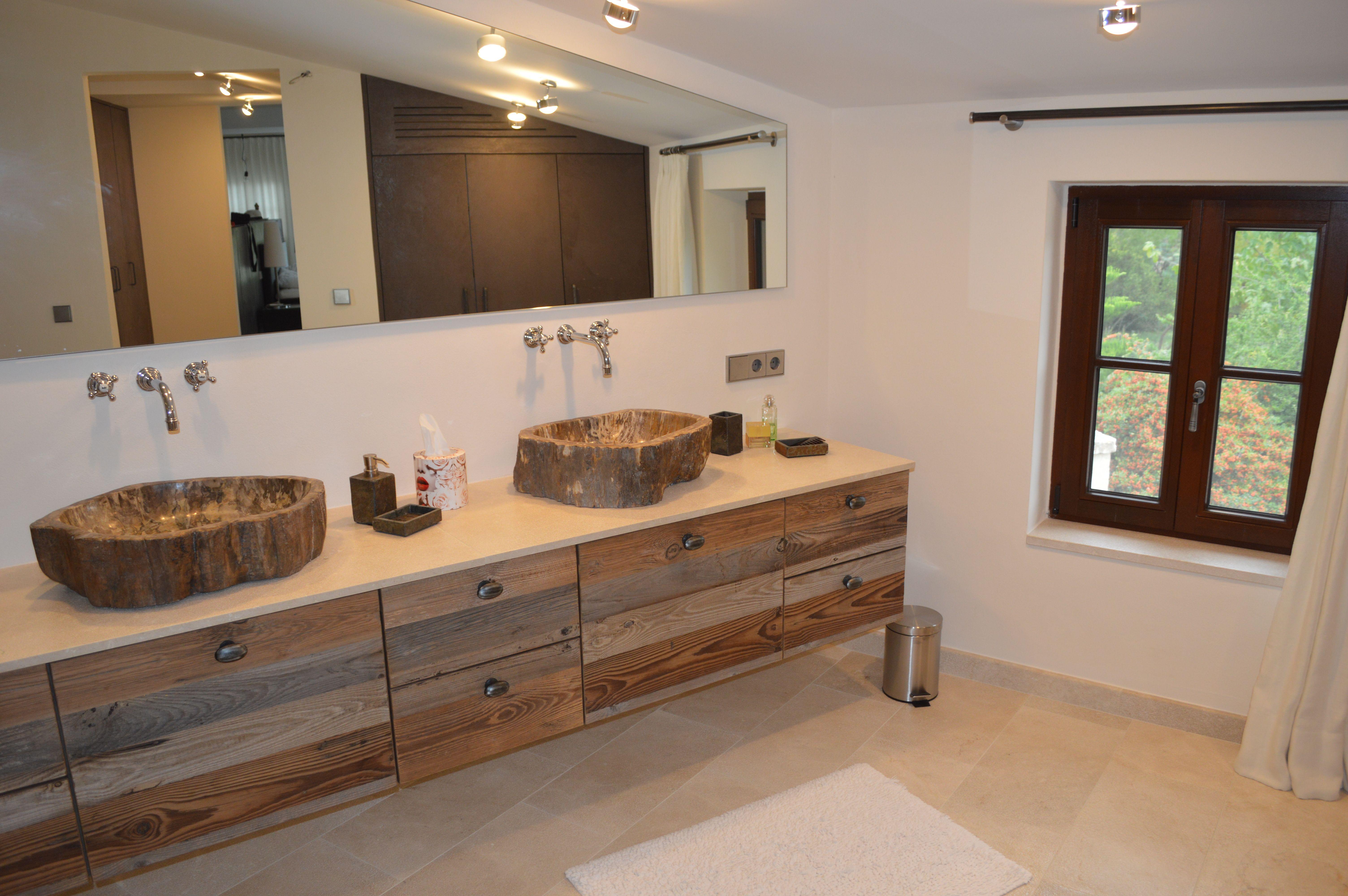 Rustikale Badezimmer Idee - Waschtischunterschrank mit Fronten in ...