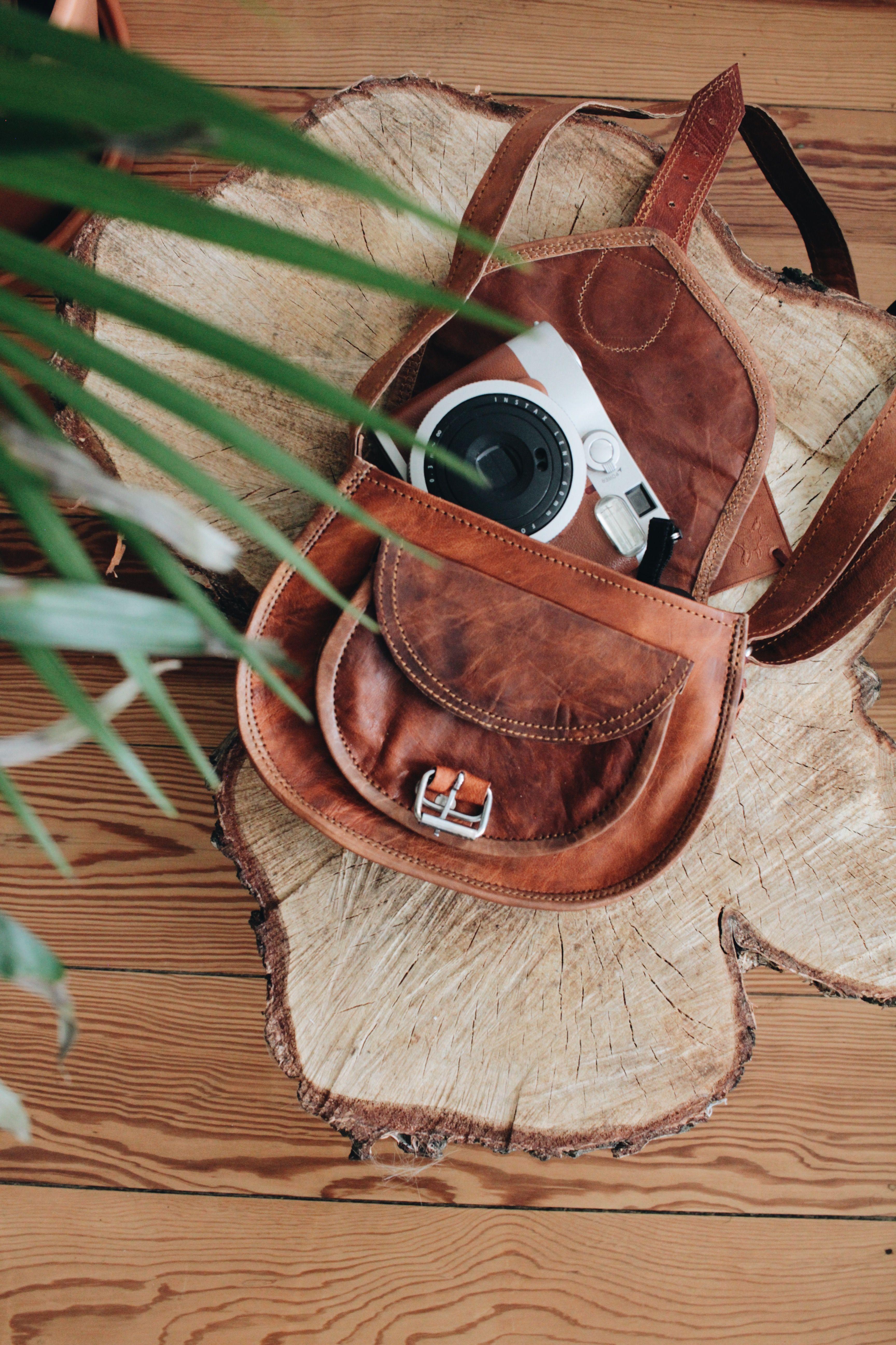 786a2c574449f Romy ist die perfekte Handtasche für den Alltag. Ihre handliche Größe ist  immer dann perfekt
