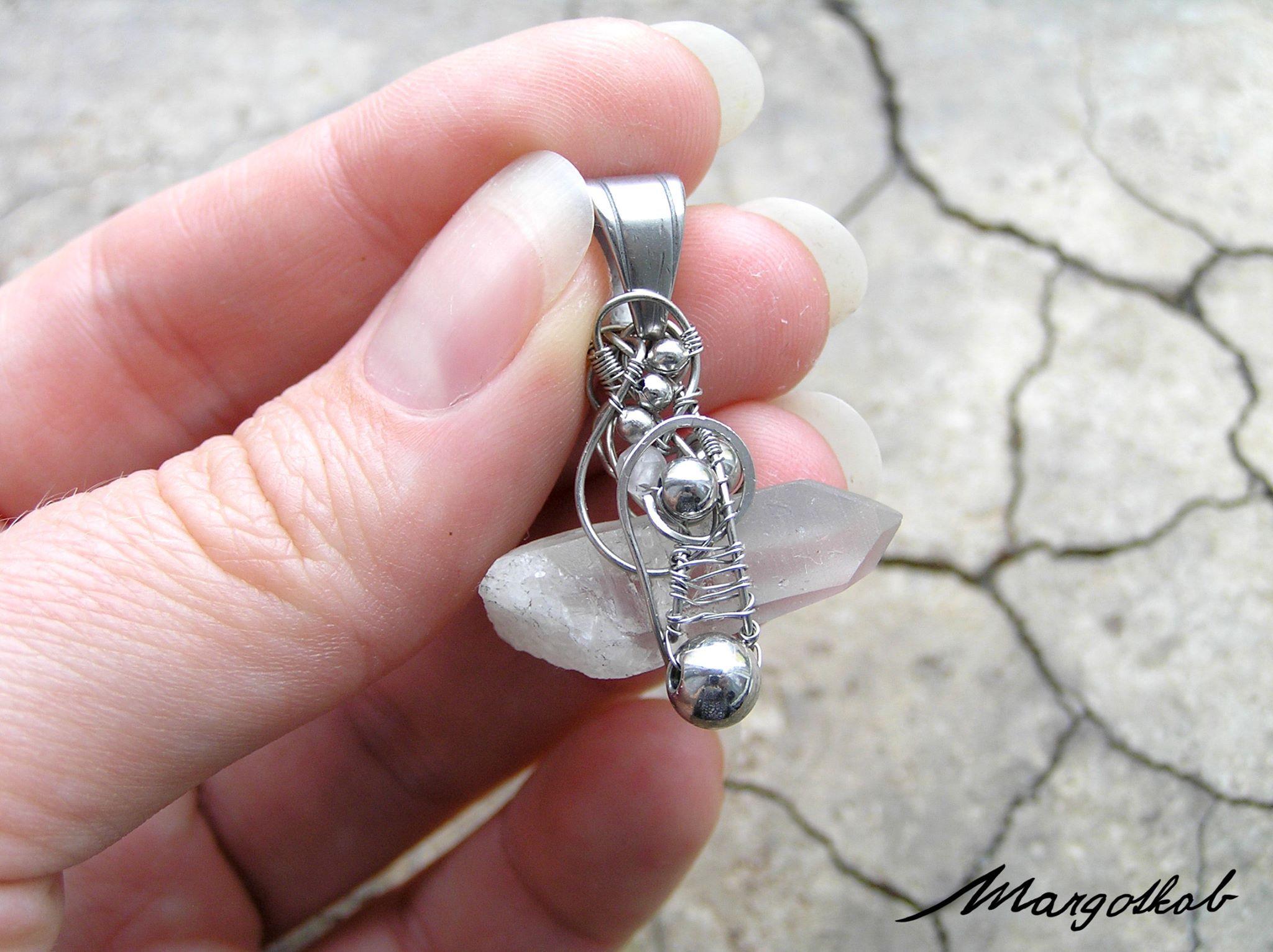 Krystal křišťálu, křišťálový drátovaný přívěsek, nerez, wire-wrapping, wire wrapped, crystal jewelry pendant stainless steelwww.fler.cz/margotkab