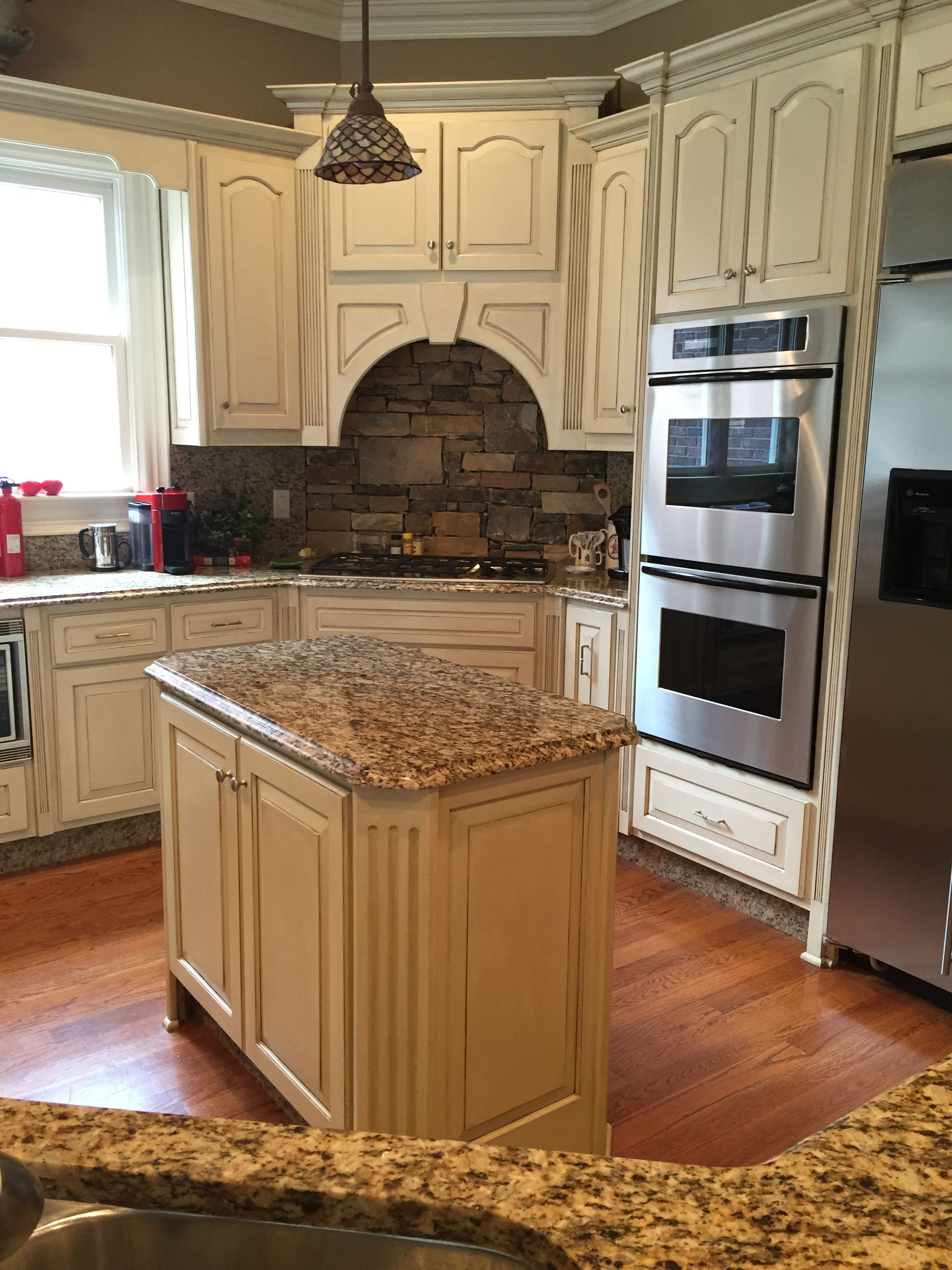 Kitchen Cabinets With Antique Glazed Finish Contrasting Kitchen Island Home Design Decor Kitchen Cabinets