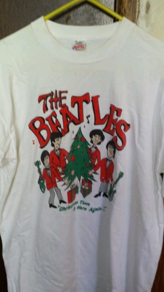 4e8278bd5bc The beatles christmas t-shirt size XL fruit of the loom  GraphicTee