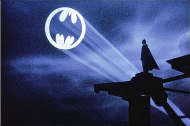 Batman - Poster de Cinema http://designartes.com.br/artes/tim-burton-e-seu-extenso-e-colorido-legado/