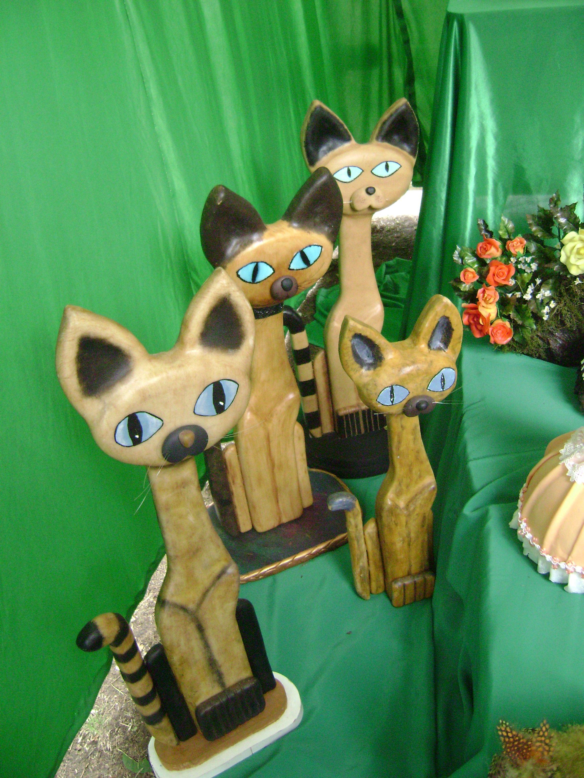 Gatos persas imitaciòn madera , porcelana fria!!!