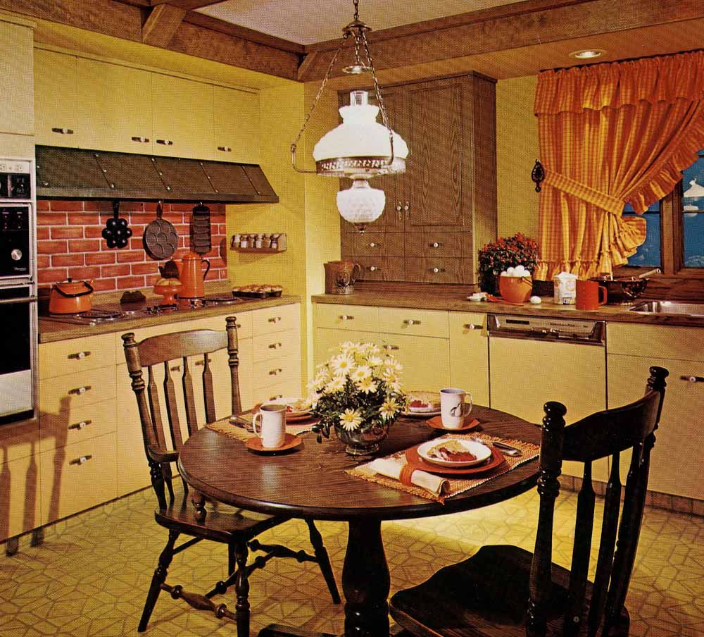 1970s kitchen design one harvest gold kitchen decorated for Kitchen designs american style