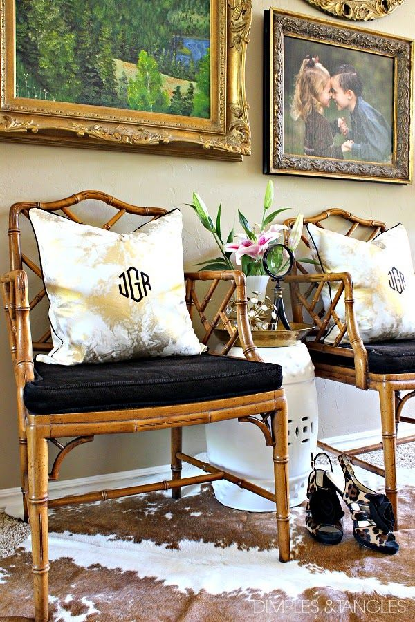 Merveilleux CHINESE CHIPPENDALE CHAIRS WITH PAINTED SEAT CUSHIONS