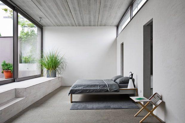 La camera da letto padronale d\' accesso al terrazzo. Letto e ...