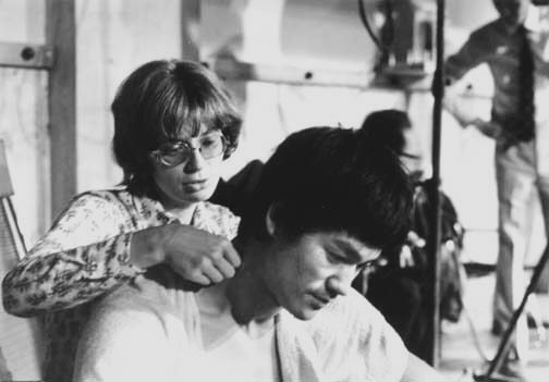 Linda and Bruce behind the scenes of The way of the dragon   Bruce lee. Bruce lee photos. Bruce lee family