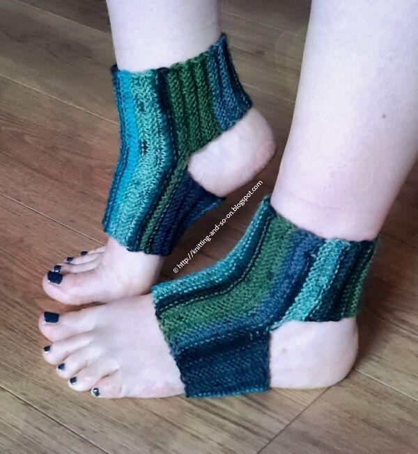 Sideways Yoga Socks | Yoga socks knitting pattern, Yoga ...