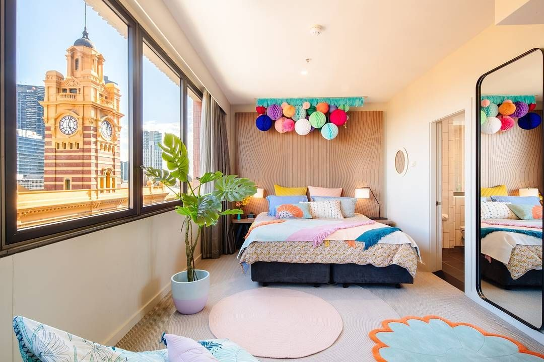 colourful wall hanging sleepover room bedroom interior on show me beautiful wall color id=69678