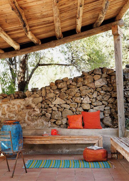 Bancos de madera para porche de estilo r stico quincho for Revistas de decoracion de casas