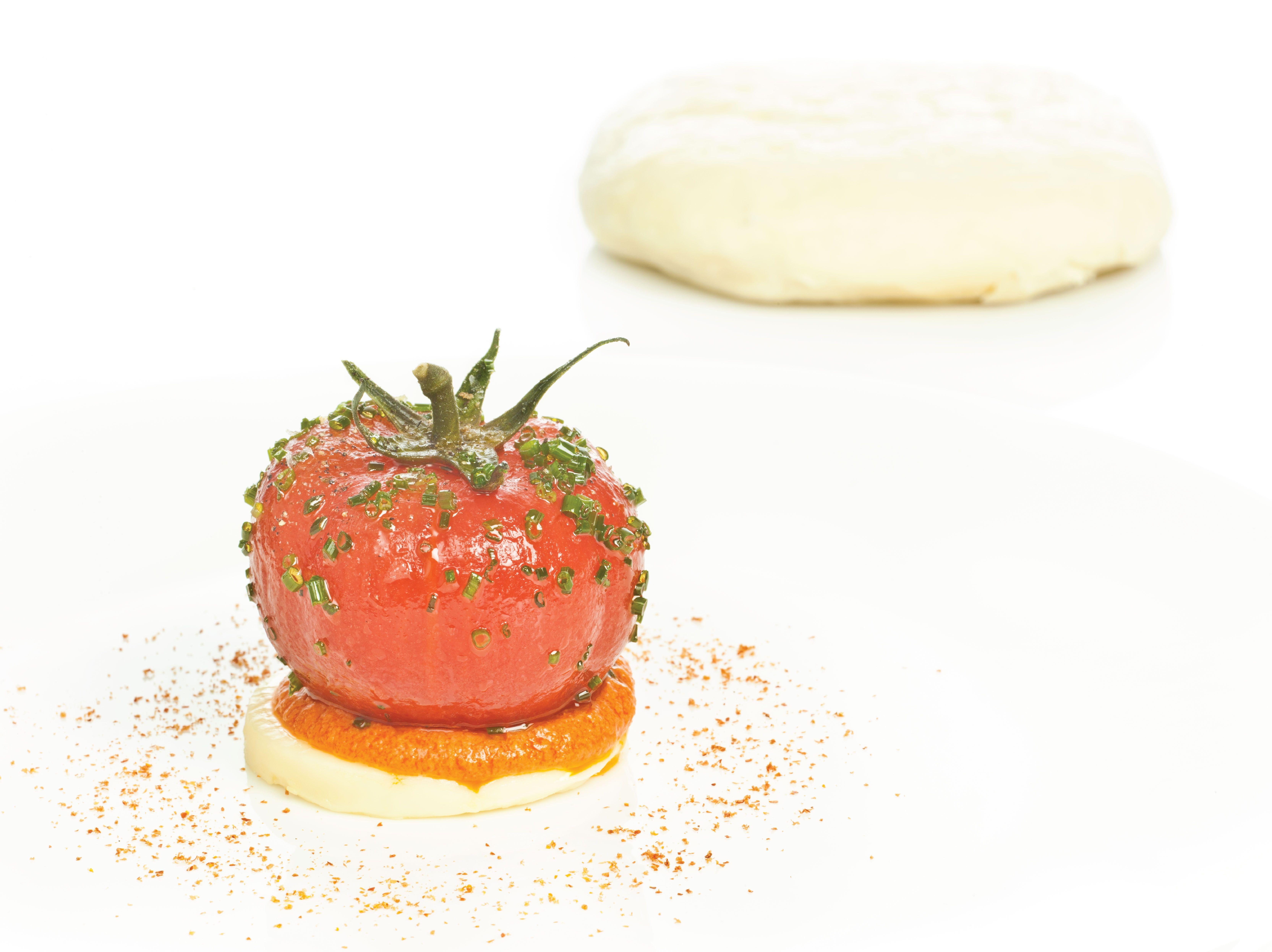 Tomates En Almíbar Oriental Obleas De Queso Pasiego E Infusión De Romesco Recetas De Comida En Español Comida Recetas De Comida