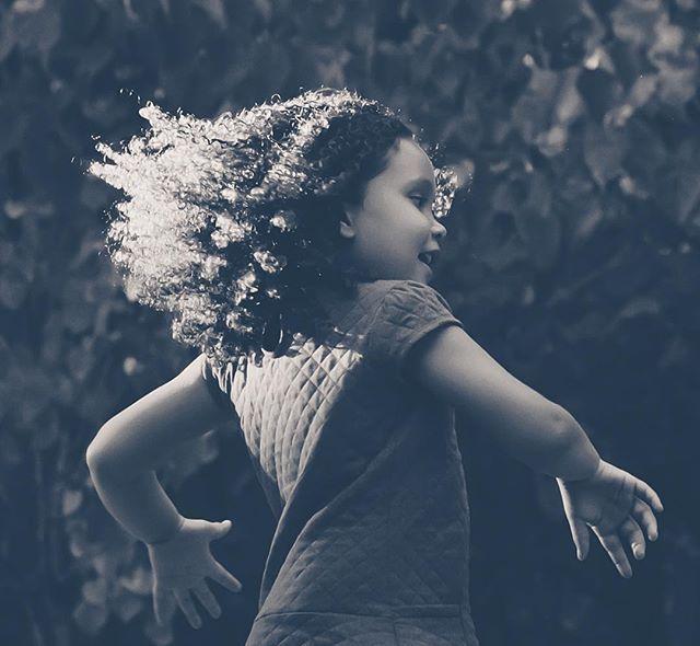 She leaves a little SPARKLE wherever she goes! #kristicalliesphotography #gwinnettphotographer #atlantaphotographer #girlonfire #prettypresets