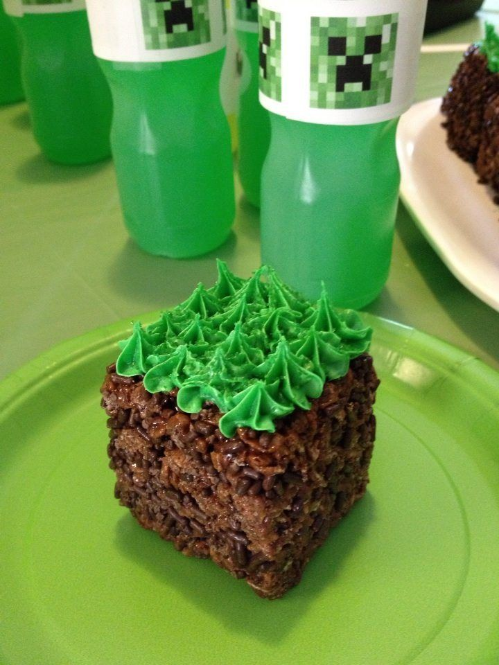 One Minecraft dirt and grass block cake for a Minecraft Party.