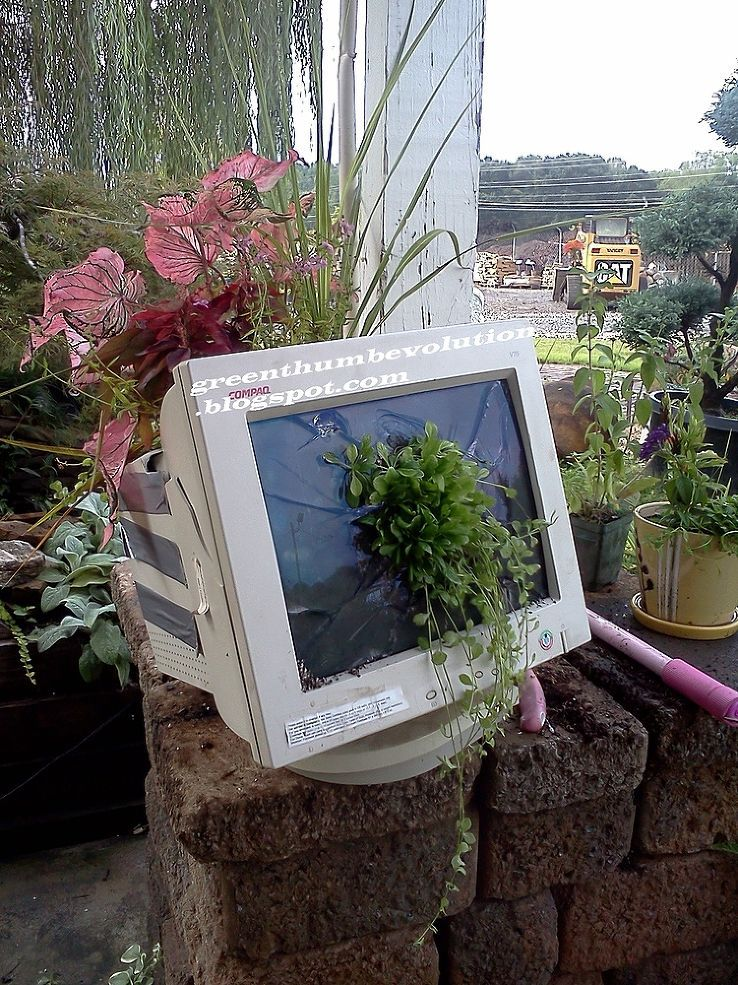 I Repaired My Computer Monitor All By Myself Diy Planters