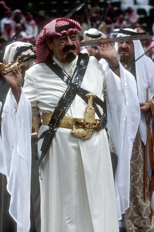 Late King Abdullah Wearing Traditional Clothing In Preparation For Performing The Traditional Bedouin War Dance Us Saudi Men King Abdullah Saudi Arabia Culture