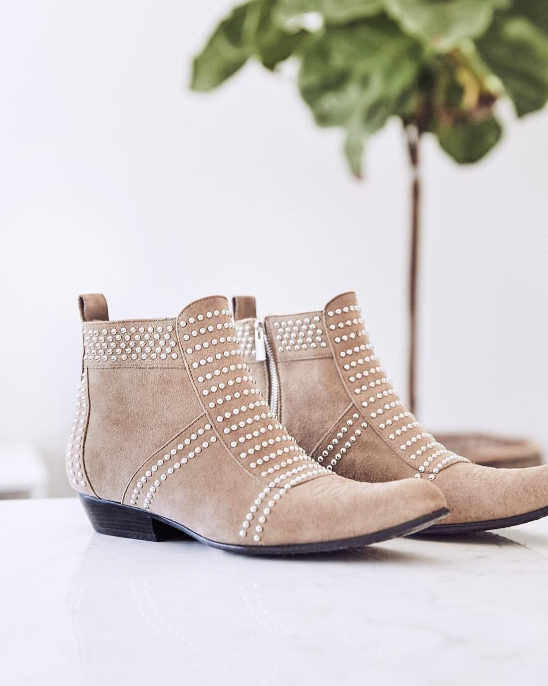 a0d3461b423 Pin by LJB Me . on Clothe Me: Fashion   Boots, Anine bing, Shoes