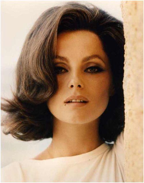 Epingle Par Emeline Sur Arts Appliques En 2020 Avec Images Coiffure Annee 60 Cheveux Italien Cheveux Des Annees 1960