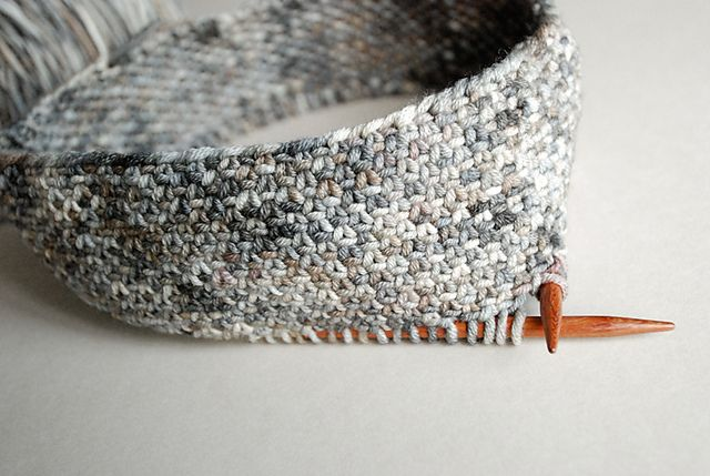 chickadee cowl in linen stitch by Kirsten Kapur @ ravelry free pattern