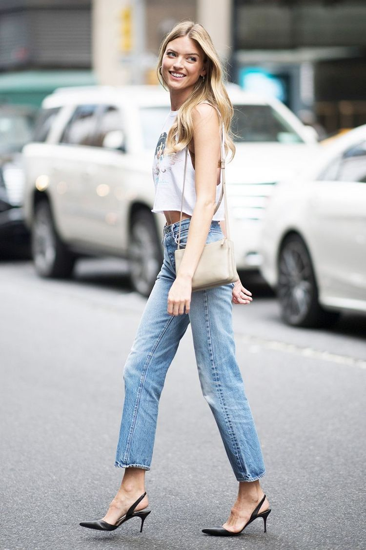 4 Shoe Trends Celebrities Wear With Mom Jeans Whowhatwear Com Kitten Heels Outfit Casual Fall Outfits Mom Jeans