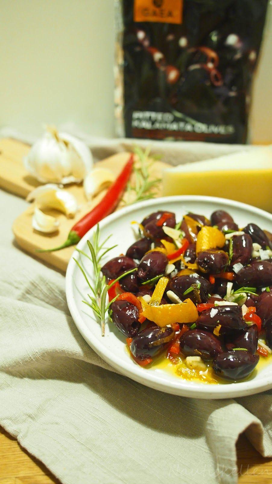 Nautiskellen: Chilillä, valkosipulilla, rosmariinilla ja appelsiininkuorella marinoidut kalamataoliivit