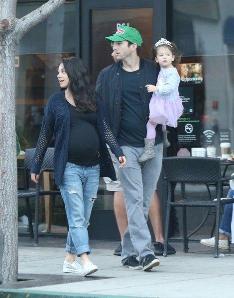Mila Kunis Photos Photos Mila Kunis Ashton Kutcher And Daughter