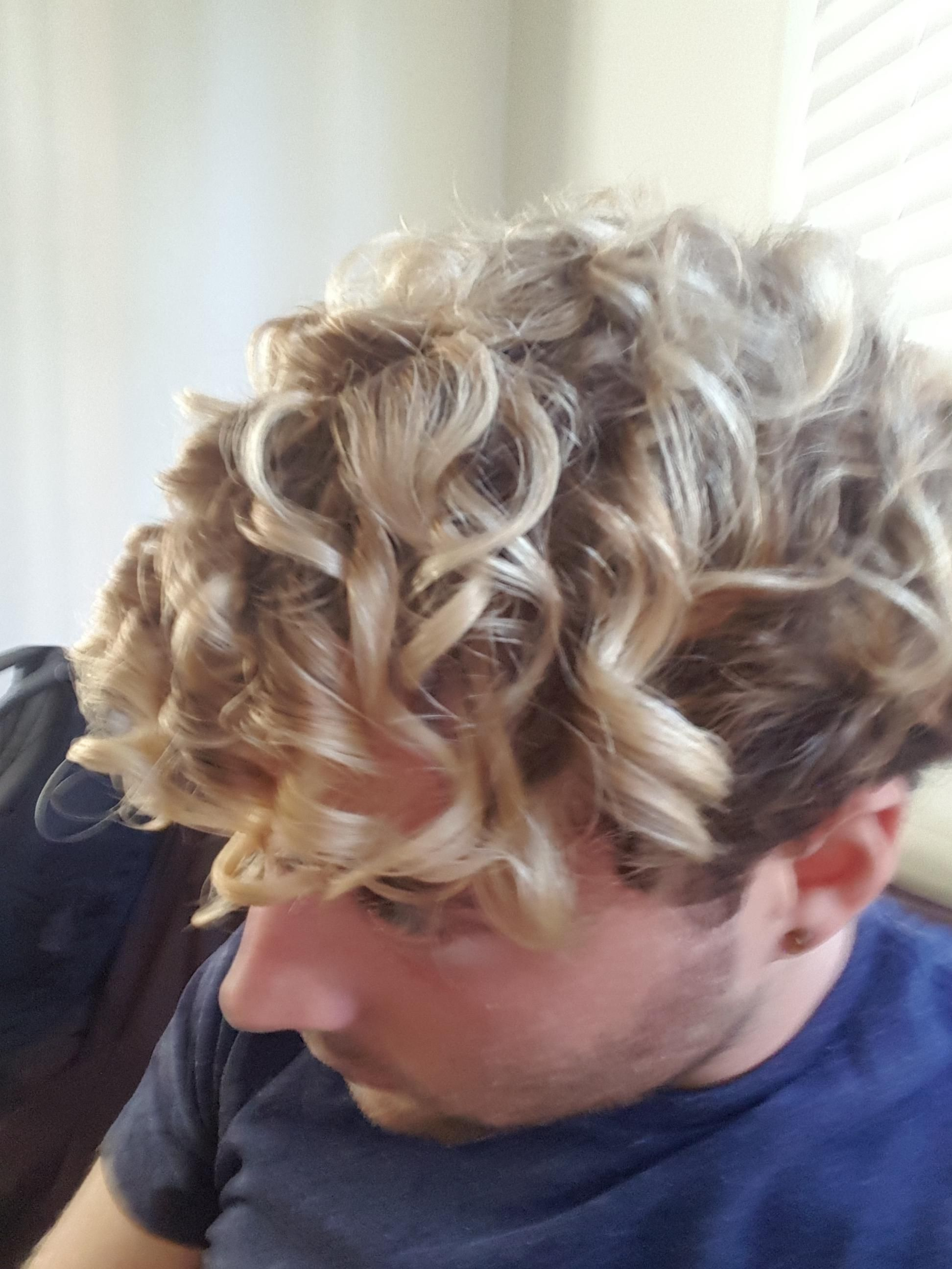 Men Highlights On Short Curly Hair Bleached Hair Men Curly Hair Men Highlights Curly Hair