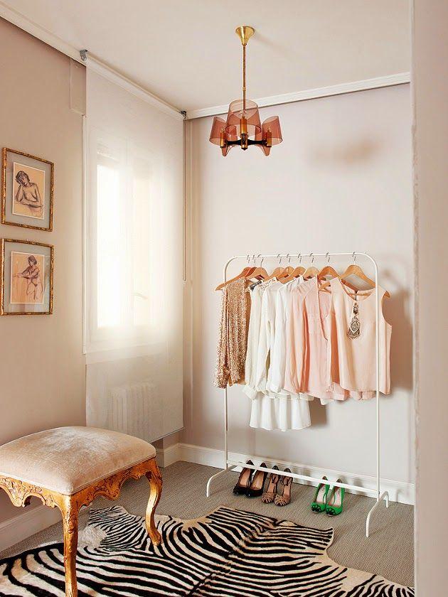 웜 블러쉬 드레스룸