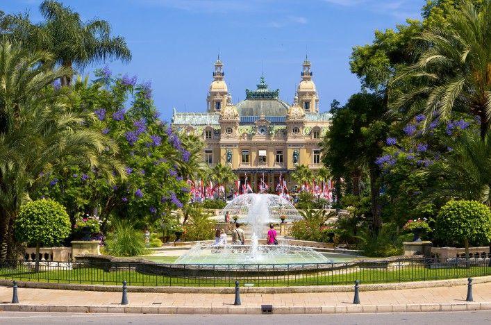 Monaco Casino_Monte Carlo_fountains_shutterstock_96192425