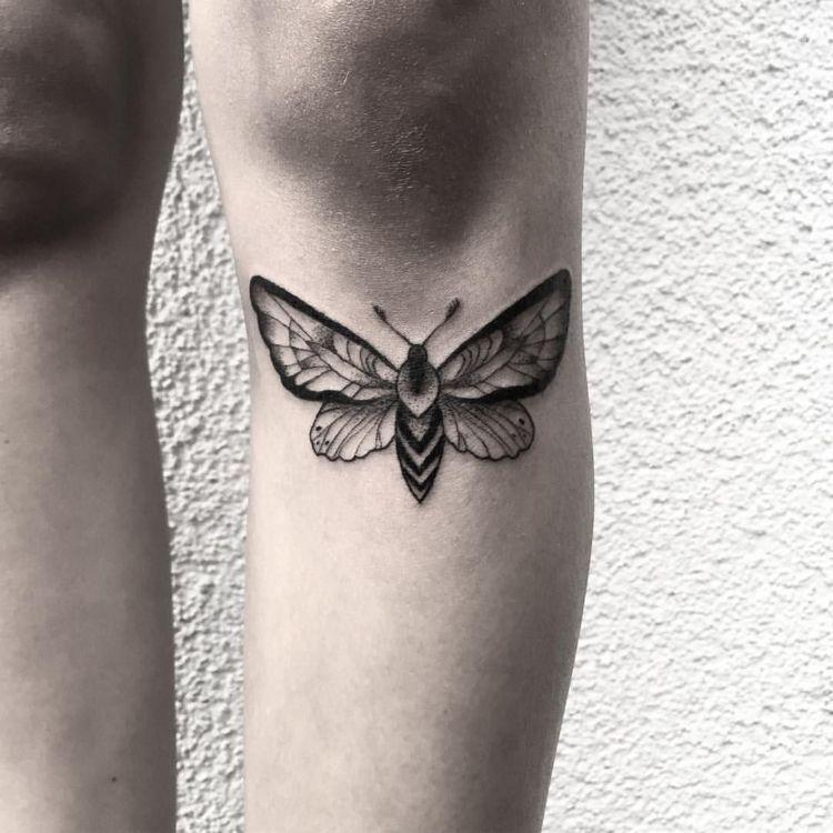 Motte Tattoo Bedeutung Des Motivs Und Einige Der Schonsten Mottenarten Dekoration Haus Motte Tattoo Bedeut In 2020 Moth Tattoo Girl Leg Tattoos Tattoos