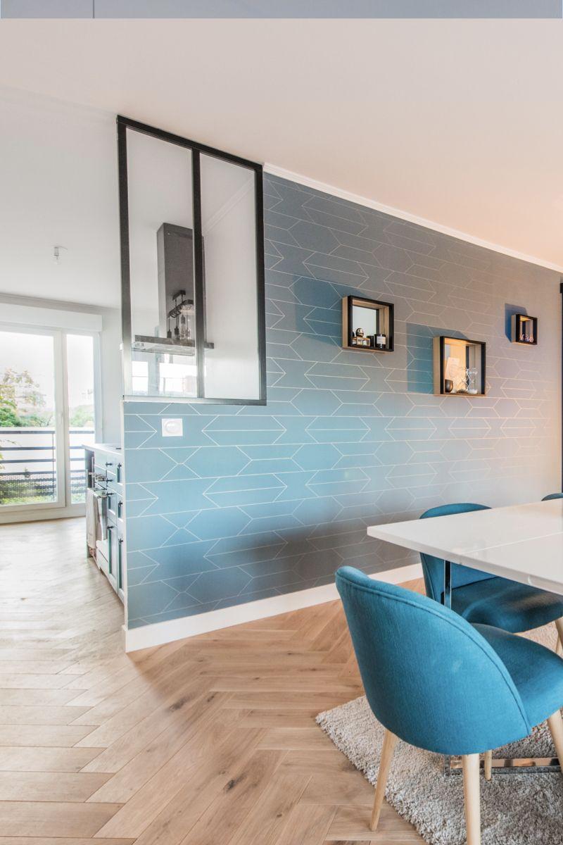 Salle A Manger Bleu Turquoise Et Cuisine Donnant Sur Le Salon Grace