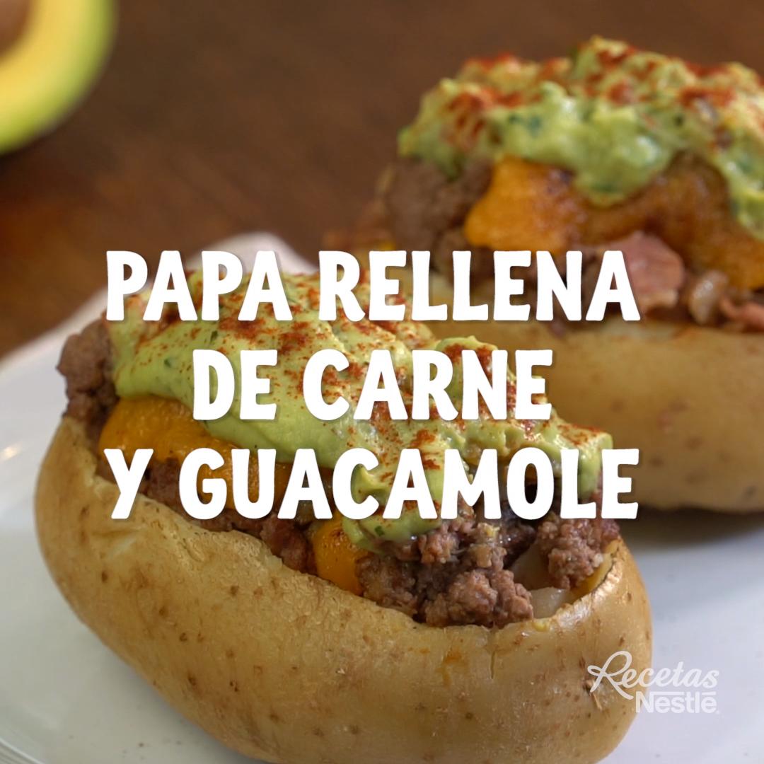 Papa rellena de carne y guacamole