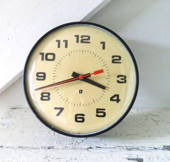 Vintage MidCentury Clock Wall Clock by alwaysmaybevintage on Etsy