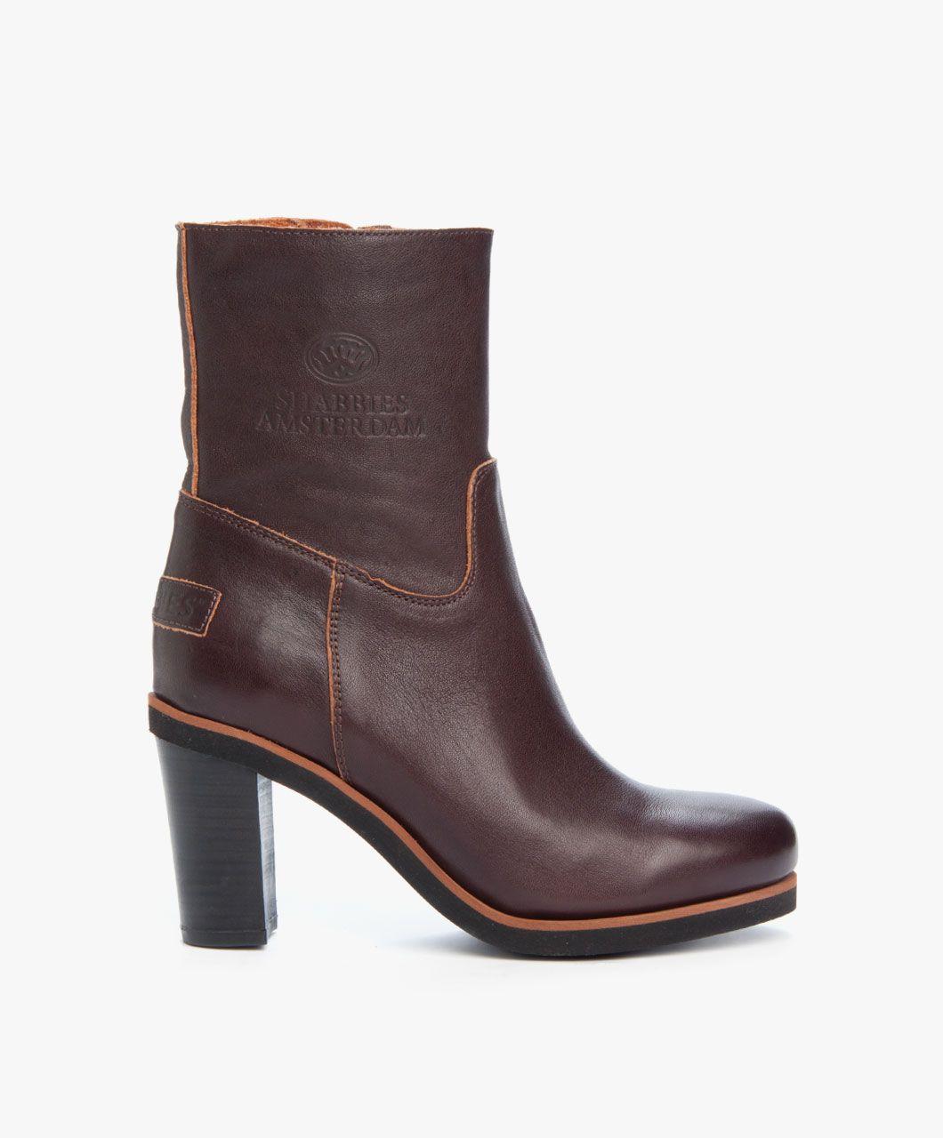 Pin op footwear