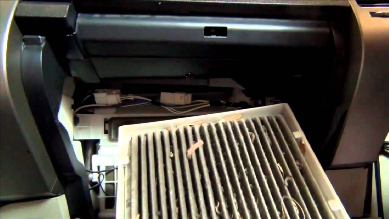 Delicieux How To Replace Toyota Prius Cabin Filter   04 09   LubeUdo.com