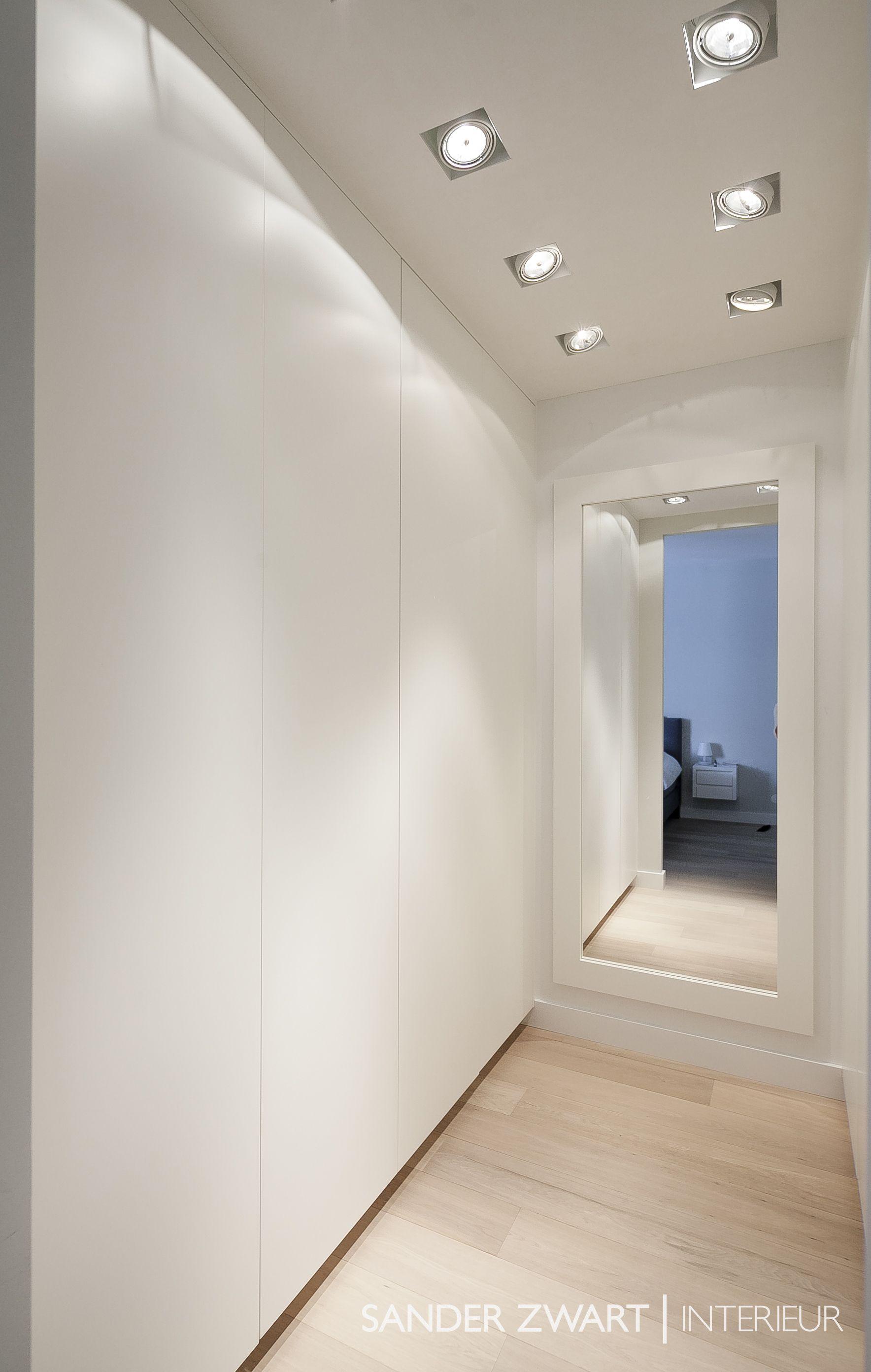 Master bedroom hallway  Garderobekast op maat  Sander Zwart  Interieur  garderobe en