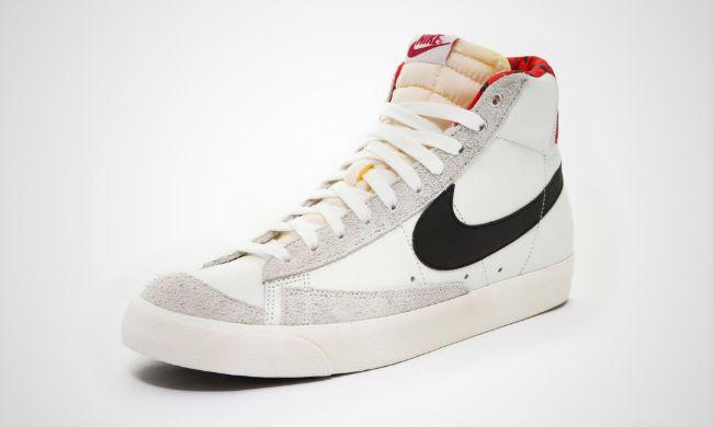 meet 4fe8f c89ec Nike Blazer Mid 77 Blood Camo