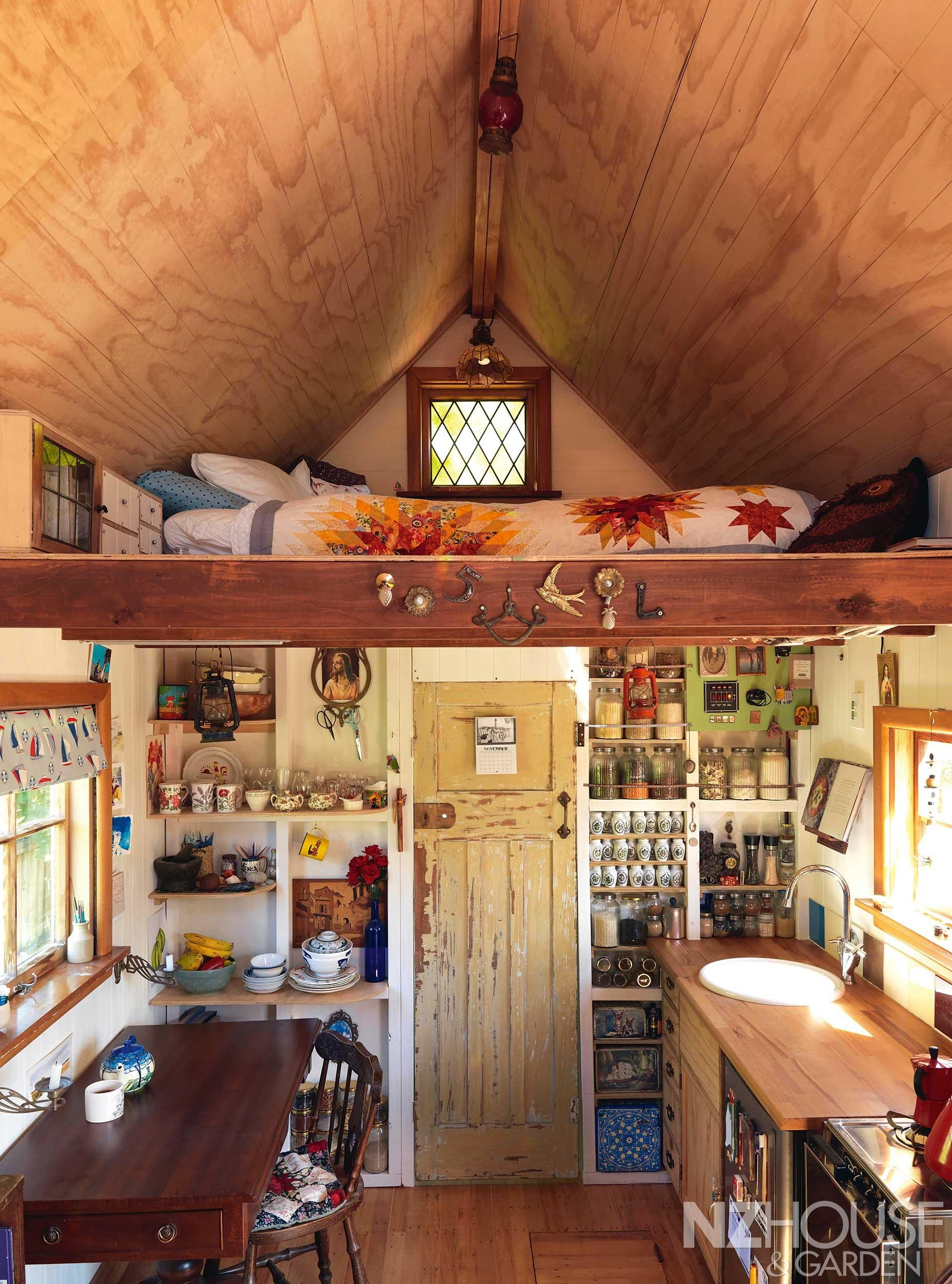Lily Duval's tiny house in Christchurch, New Zealand  공간/디자인/아이템 ...