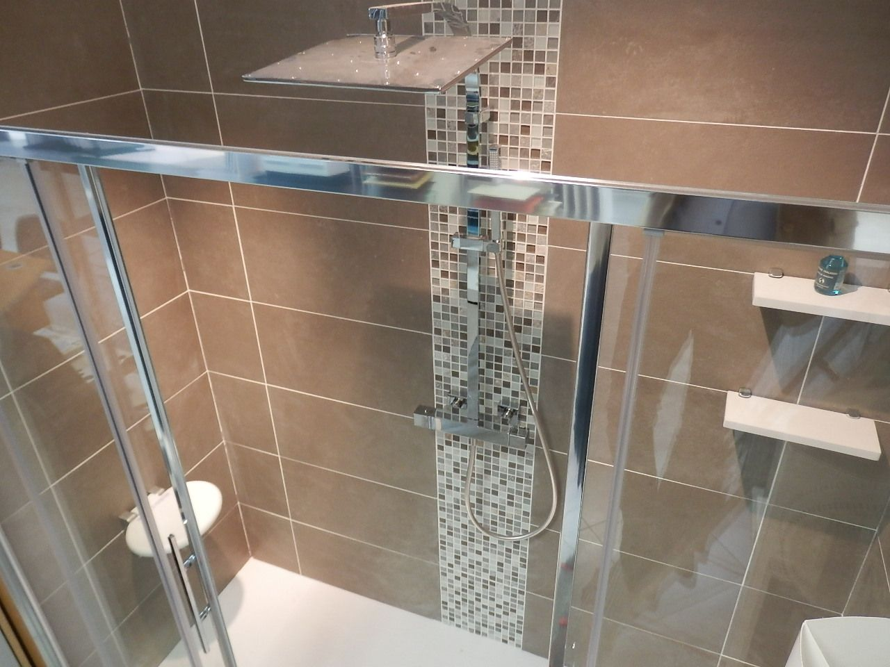 Salle de bain marron taupe nouveau carrelage metro taupe free ...