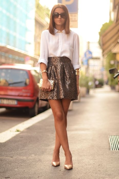 Gorgeous look. Metallic skirt, white shirt, simple pointed heels